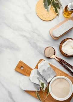 Rimedio casalingo con tavolo in marmo