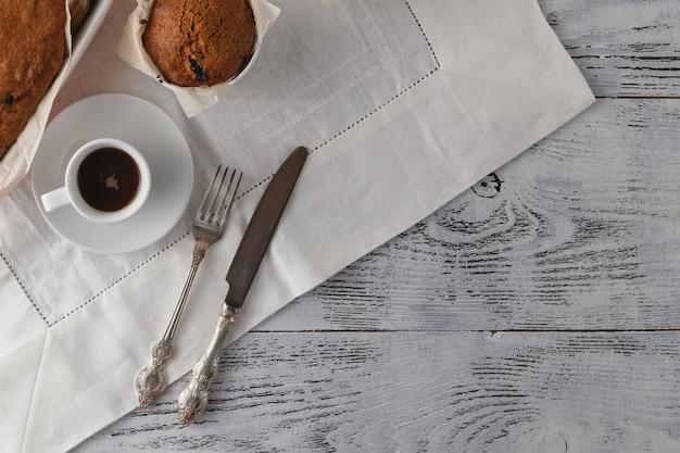 自家製ザッハトルテ、オーストリアのチョコレートケーキとコーヒー