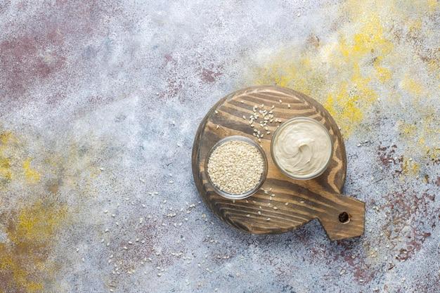 참깨로 만든 수제 참깨 페이스트.