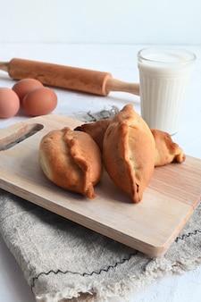 ロシア風のリンゴと自家製の小さなパイ。