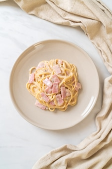 ホワイトクリームソースの自家製スパゲッティ