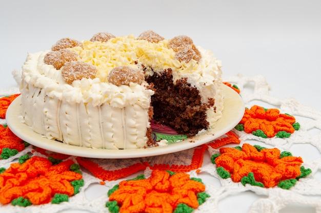 自家製チョコレートケーキの詰め物