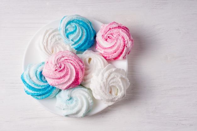 Домашнее сладкое безе на белом