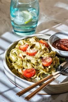 Домашняя паста тальятелле с овощами