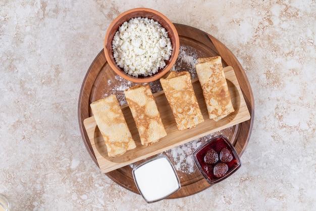 朝食やデザートに自家製の薄くて新鮮なクレープ