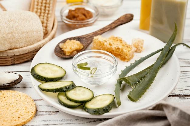 Домашние лечебные ингредиенты на тарелке