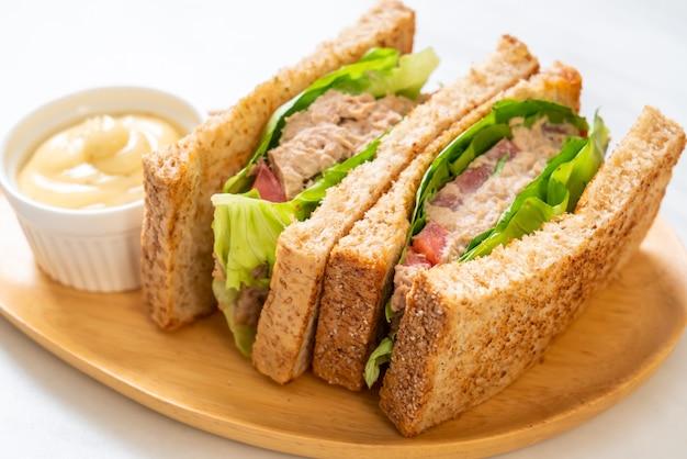 Домашний бутерброд с тунцом