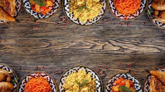 Домашние узбекские блюда на столе