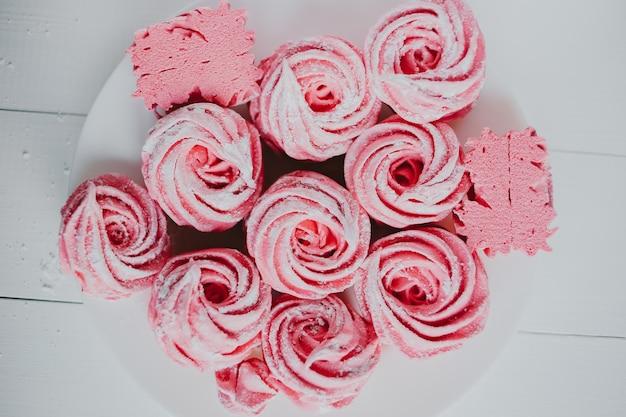 Домашний зефир. маршмеллоу из клюквы, розовый