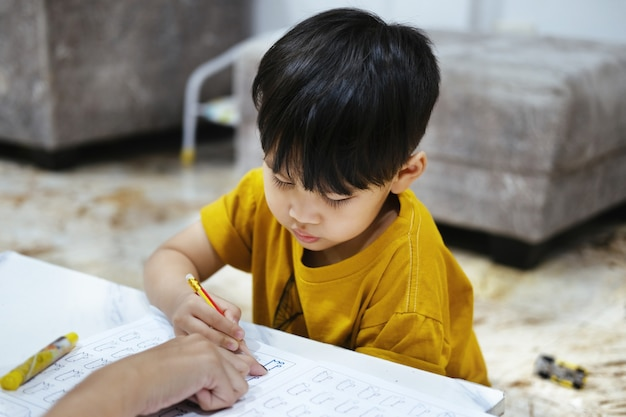 宿題教育教育母子息子家族子供時代。