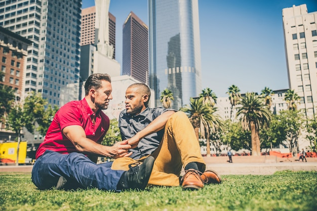同性愛者のカップルのデート