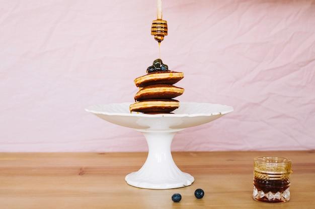 팬케이크 꿀과 블루 베리