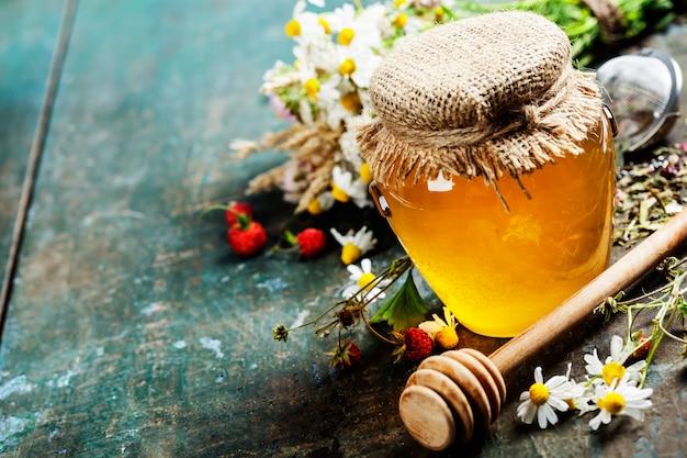 Мед и травяной чай
