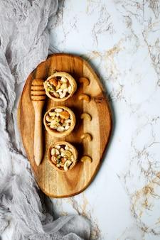 꿀, 견과류, 건강 달콤한 디저트, 위에서 볼, 복사 공간
