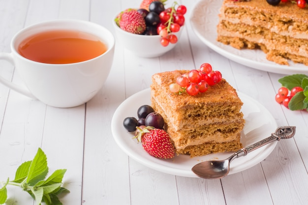 Honey cake with strawberries, mint and currant