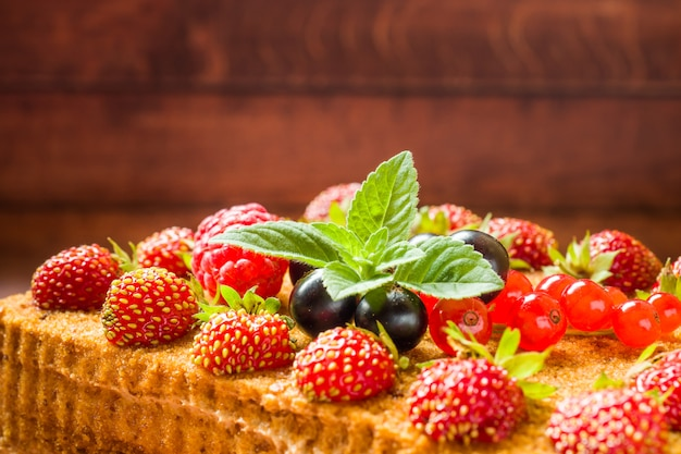 Honey cake with strawberries, mint and currants