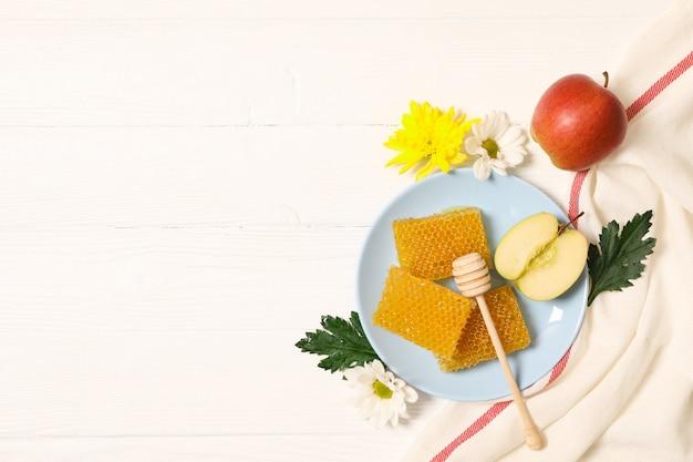 蜂蜜、花、白い木製の背景、コピー領域のリンゴ