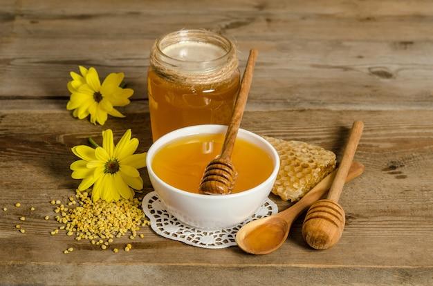 さまざまなキッチン料理の蜂蜜