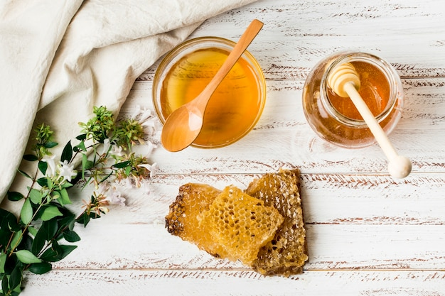 Honey jar with honeycomb