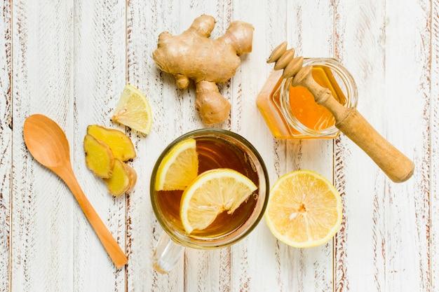 레몬과 생강 꿀 항아리