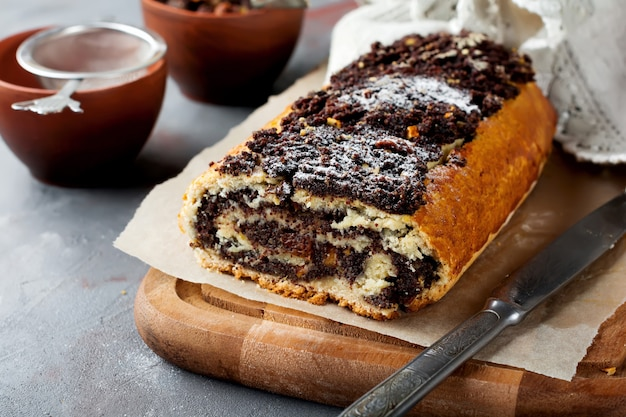 Honey roll with poppy seeds and raisins