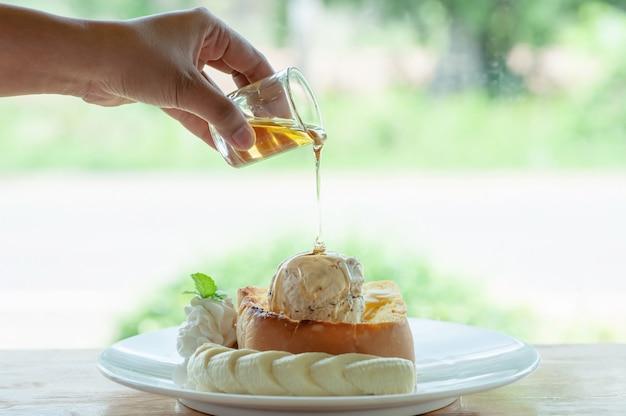 Honey toast of pouring honey on ice cream