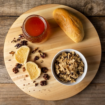 Honey toasts with walnuts and cereals