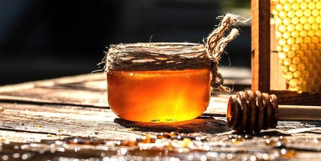 꿀 항아리에 벌집