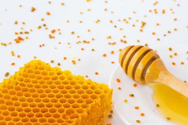 Honeycombs, pollen and honey dipper.