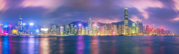빅토리아 항구 건너편에서 중국 파노라마의 홍콩 도시 스카이라인.