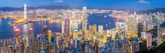 香港のスカイライン、夕暮れのパノラマ