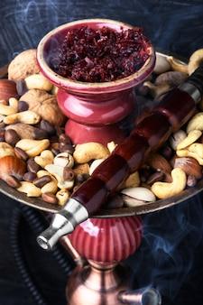 Кальянный кальян с орехом