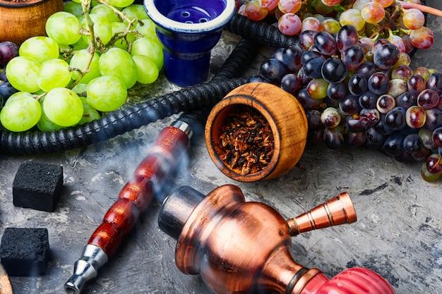 ブドウの味と水ギセル