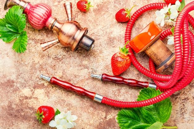 딸기와 물담배 프리미엄 사진