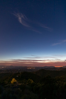 Линия горизонта между небом и людьми