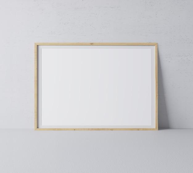 最小限の灰色の壁にモダンなデザインの水平木製フレーム