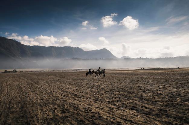 インドネシアのブロモ山での乗馬