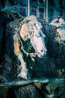 Лошади фонтана бартольди в лионе, франция