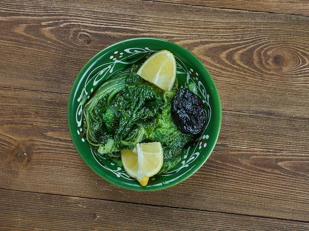Орта враста - греческая отварная листовая зелень одуванчика,
