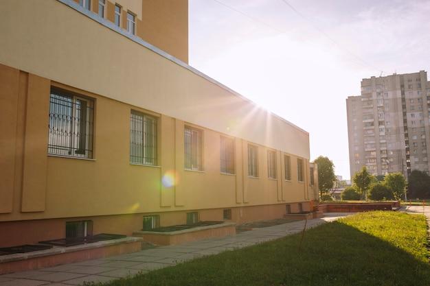 病院の建物。ウクライナ、リヴィウの管理棟