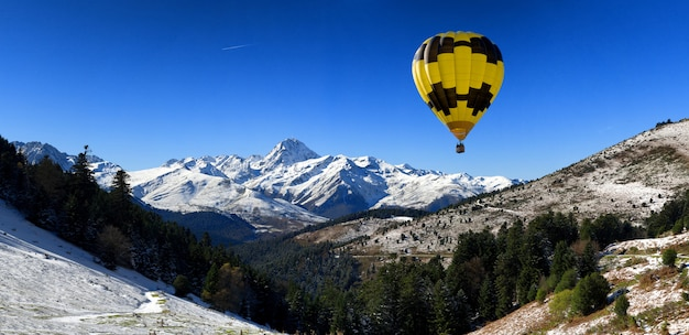 Hot air balloon with pic du midi de bigorre  pyrenees