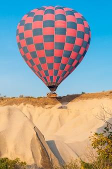 Воздушные шары летают над каппадокией