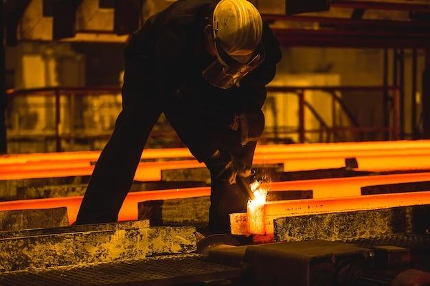 ホットビレット(ブルーム)連続鋳造、ストランド鋳造とも呼ばれます