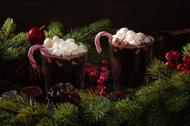 추운 겨울이나 크리스마스를위한 핫 초콜릿