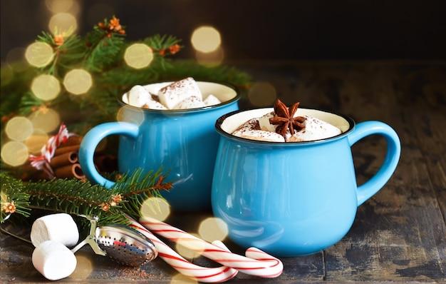 핫 초콜릿은 전통적인 겨울 음료입니다.