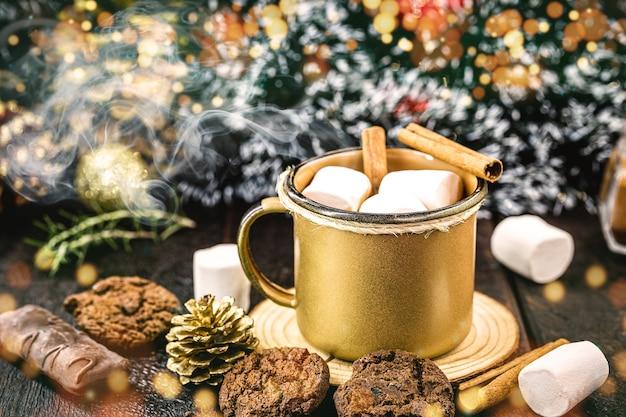 マシュマロキャンディーとホットチョコレート、典型的なクリスマスとホリデードリンク