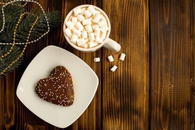 マシュマロとクリスマスクッキーのホットチョコレート