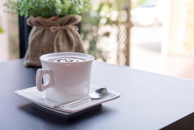 マグカップのホットコーヒー