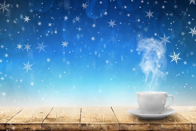 冬のテーブルの上のホットコーヒー