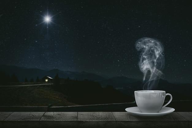 Горячий кофе на столе